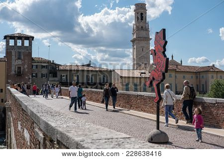 Verona, Italy - 17 September 2017: Tourists On Ponte Pietra, Once Known As The Pons Marmoreus. It Is
