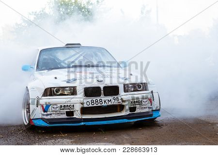 Bmw 3-series Driftcar Burning Tires In Drift-show