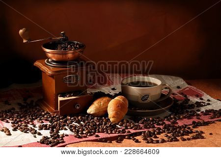 Hot Cup Of Coffee With Coffee Beans With Two Croissants And A Hand Grinder, Coffee Time, Coffee Paus