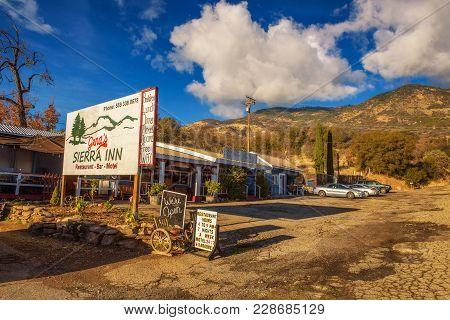 Gena's Sierra Inn Motel And Restaurant Near Sequoia National Park