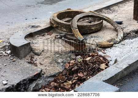 hatches repairing road unsecured sewer manhole in the street