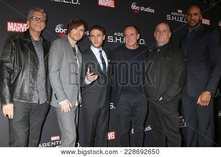 LOS ANGELES - FEB 24:   Bell, Whedon, Iain De Caestecker, Clark Gregg, Jeph Loeb, Henry Simmons at
