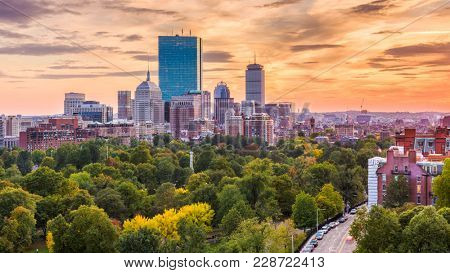 Boston, Massachusetts, USA downtown skyline over the park.