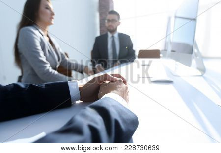 background image .business woman conducting a meeting