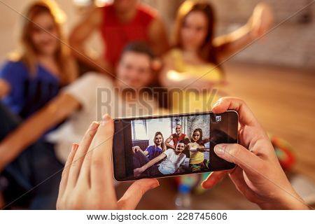 Break dance, freestyle, hip-hop and street dance concept- picture of smiling modern dancer friends on smartphone