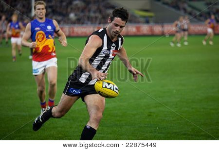 MELBOURNE - AUGUST 20: Collingwood's Alan Didak in action during their win over Brisbane - August 20, 2011 in Melbourne, Australia.