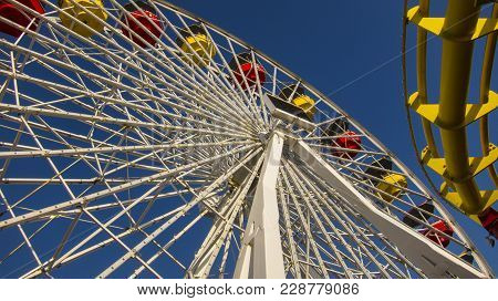 Large Ferris Wheel With Colorful Carriages For Visitors
