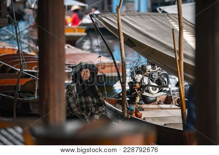 Bangkok Thailand - October 08: Boatman Wait For Tourism At The Dock In The Former Times Floating Mar