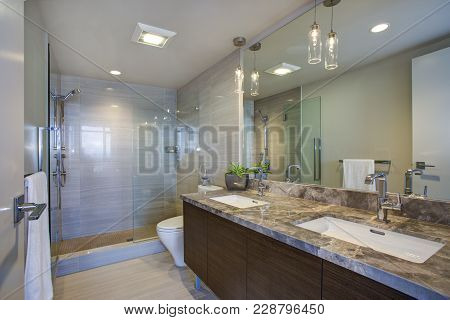 Modern High-rise Master Bathroom With Dual Vanity Cabinet