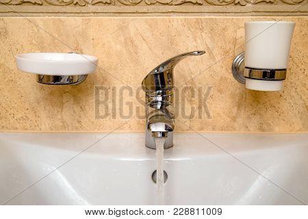 Steel Bathroom Faucet And Ceramic Wash Basin