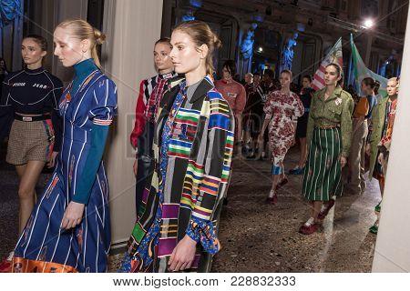 Gorgeous Models Walking The Runway