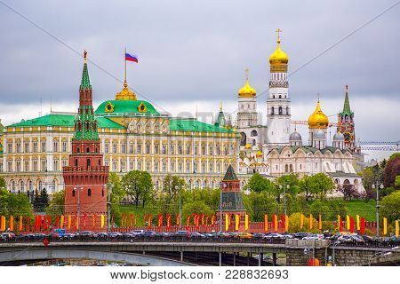 Moscow Kremlin On A Cloudy Day The Ship On The Background Of The Moscow Kremlin Cloudy Day In The Su