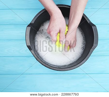 Hands washing color clothes basin housewife self-service
