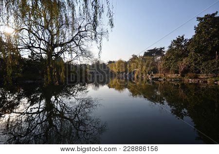 Hangzhou, China - Dec 26, 2017: People Visit The West Lake In Hangzhou China