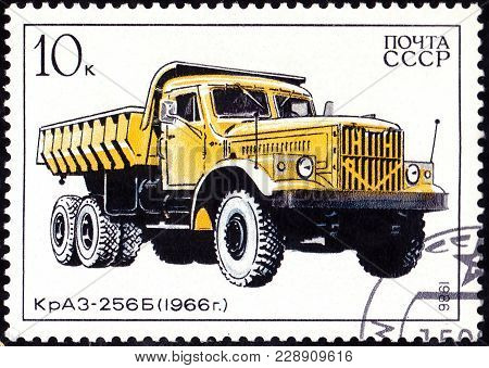 Ussr - Circa 1986: A Stamp Printed In In The Ussr Shows Truck Kraz-256B - 1966, Circa 1986