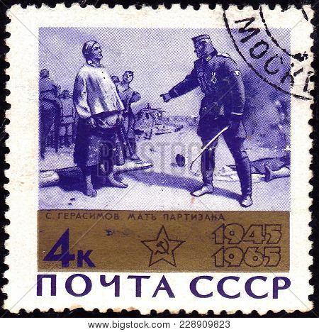 Ussr - Circa 1965: Post Stamp Printed In Ussr (cccp, Soviet Union) Shows Painting Mother Of Partisan