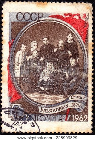 Ussr - Circa 1962: Stamp Printed In Ussr, Shows The Ulyanov Family, Circa 1962