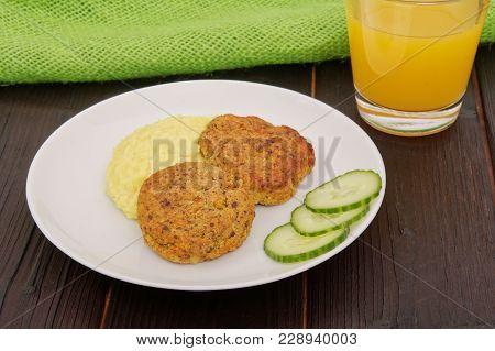 Leguminous Burgers And Millet Mash