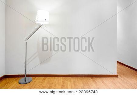Leere Wand mit textfreiraum und Lampe