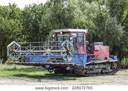 Combine Harvesters Agricultural Machinery. The Machine For Harvesting Grain Crops. Rice Header Combi