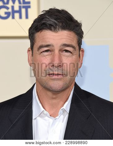 LOS ANGELES - FEB 21:  Kyle Chandler arrives for the
