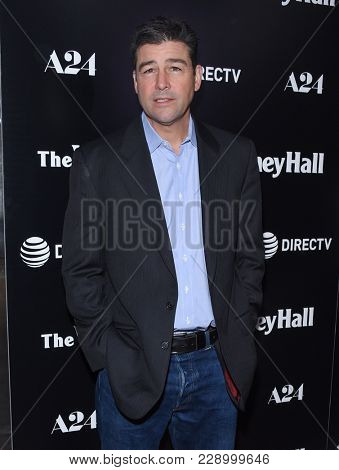 LOS ANGELES - FEB 22:  Kyle Chandler arrives for the