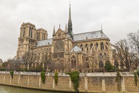 Notre Dam De Paris