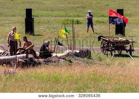 Dnepropetrovsk Region, Ukraine - June 2, 2018: Ethno-rock Festival Kozak Fest. Reenactment Of Battle