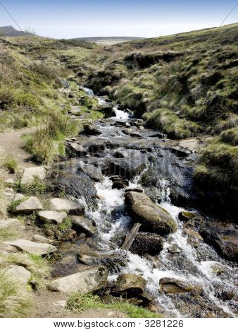 view from the the pennine way grindsbrook edale peak district national park derbyshire england uk poster