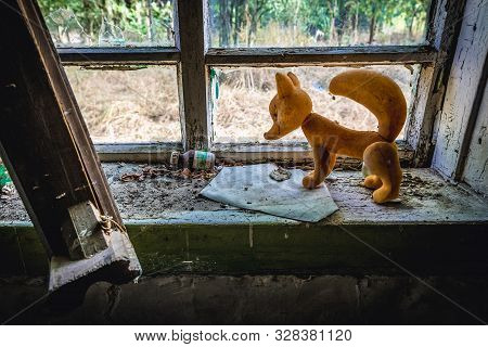 Mashevo, Ukraine - September 17, 2016: Plastic Fox On A Window Of Desolate Cottage In Mashevo, Small