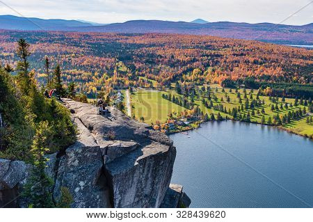 Coaticook, Ca - 13 October 2019: View Over Lyster Lake And The Cliff From The Top Of Mount Pinacle,