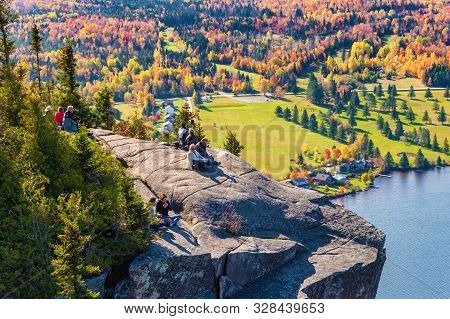 Coaticook, Ca - 13 October 2019: View Over Lyster Lake From The Top Of Mount Pinacle, In The Autumn