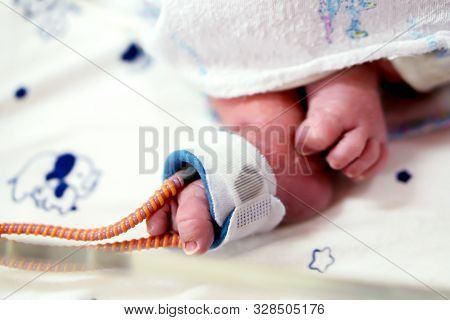 Sick Newborn Baby Foot Insert A Strap To Measure Oxygen In The Blood And See The Oxygen Value For Or