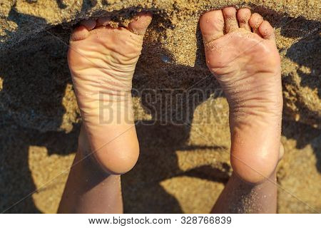 Young Girls Toes Are Healthy And Beautiful. Well-groomed Toes. Concept For Medical Articles And Oint