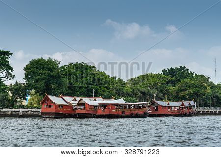 Bangkok City, Thailand - March 17, 2019: Chao Phraya River. Group Of Red Barge Boats On The Water In