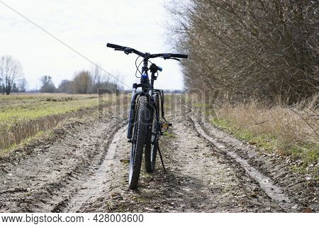 Mountain Bike. Stands On A Field Road. Spring Or Autumn. Concept Of Cycling, Repair Or Breakage, Spo