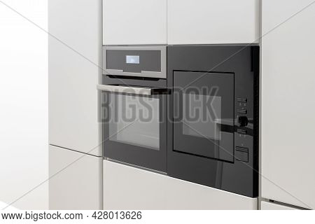 Kitchen Furniture With Built In Electric Cooking Equipment, Mounted Electrical Black Oven With Metal