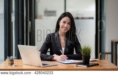 Portrait Young Asian Businesswoman Beautiful Charming Smiling While Working With Business Financial