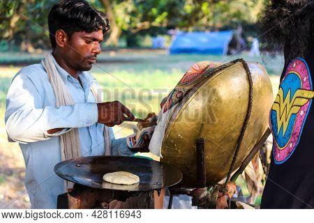 Bulhowal Hoshiarpur Punjab India 06 27 2021 A Roadside Vendor Preparing Street Food  Channa Kulcha