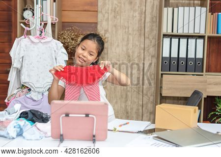 Little Asian Kids Live Streaming For Sale Fashion And Kids Clothing, Blogger Presenting For Online S