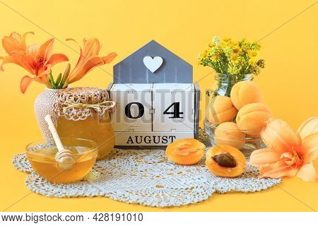 Calendar For August 4 : The Name Of The Month Of August In English, The Numbers 0 And 4, Flowers In