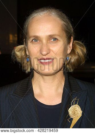 LOS ANGELES - OCT 16: Jane Campion arrives to  the 'In The Cut' Los Angeles Premiere on October 16, 2003 in Los Angeles, CA