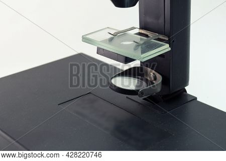 Microscope Non-adjustable Stage And Pair Of Slide Glasses Under Metal Clips, Reflecting Mirror To Ga