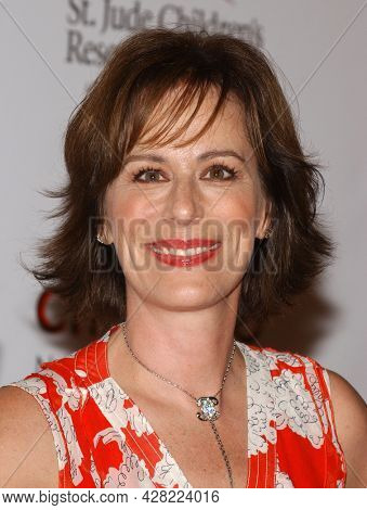 LOS ANGELES - AUG 19: Jane Kaczmarek arrives for the 2nd Annual 'Runway For Life' Celebrity Fashion Show on August 19, 2003 in Beverly Hills, CA