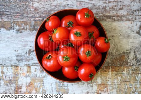Ripe Tomatoes In A Bowl. Harvest Tomatoes.