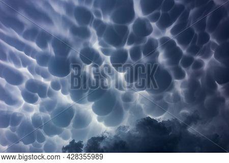 Mammatus Storm Clouds, Bautiful Storm Cloud Formation