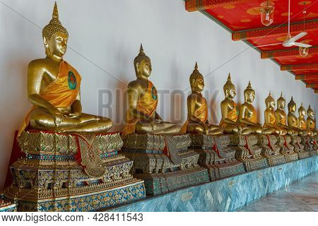 Bangkok, Thailand - Dec 28, 2018: Sculptures Of A Seated Buddha In One Of The Galleries Of The Buddh
