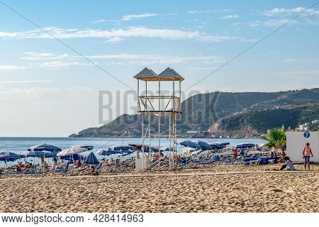 Alanya, Turkey - October 23, 2020: Rescue Tower At Kleopatra Beach In Alanya. Lots Of Sun Loungers W