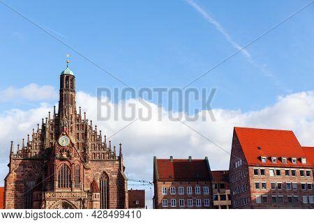 Frauenkirche Catholic Church In Bavaria Germany . Hauptmarkt Town Square In Nuremberg