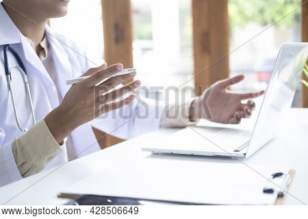 Doctor Online, Online Medical Communication With Patient.